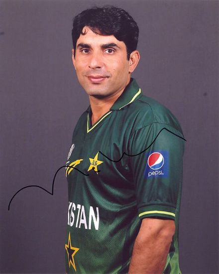 Misbah-ul-Haq, Pakistan, signed 10x8 inch photo.
